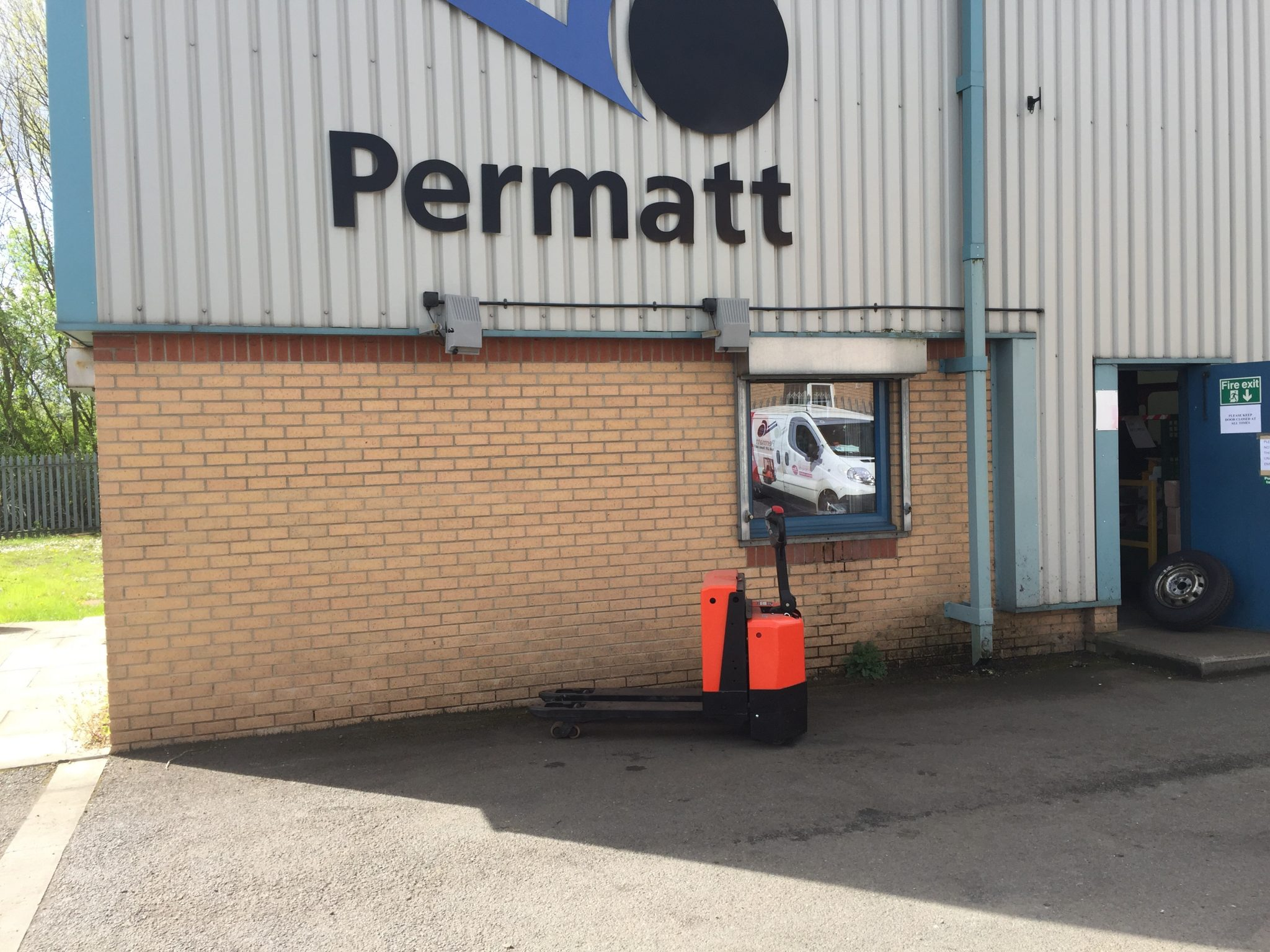 BT Power Pallet Truck LWE200